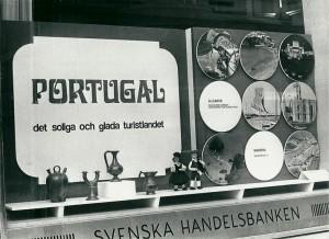 Figura 2 – Detalhe da promoção em montras de bancos e agências de viagens escandinavas (Inverno, 1970).