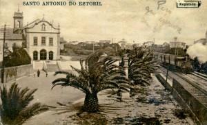 Postal circulado em 1916 onde se vislumbram a igreja matriz do Estoril e a linha férrea. Coleção C. Carvalho.
